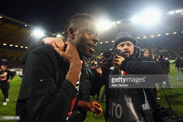 Mohamadou Idrissou of Frankfurt celebrates with the fans after the Second Bundesliga match between Alemannia Aachen and Eintracht Frankfurt at Tivoli...