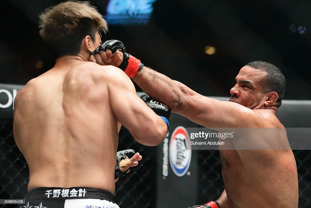 Mohamed Ali (R) of Egypt fights Tatsuya Mizuno of Japan in the middleweight bout during One Championship: Ascent to Power at Singapore Indoor Stadium on May 6, 2016 in Singapore.