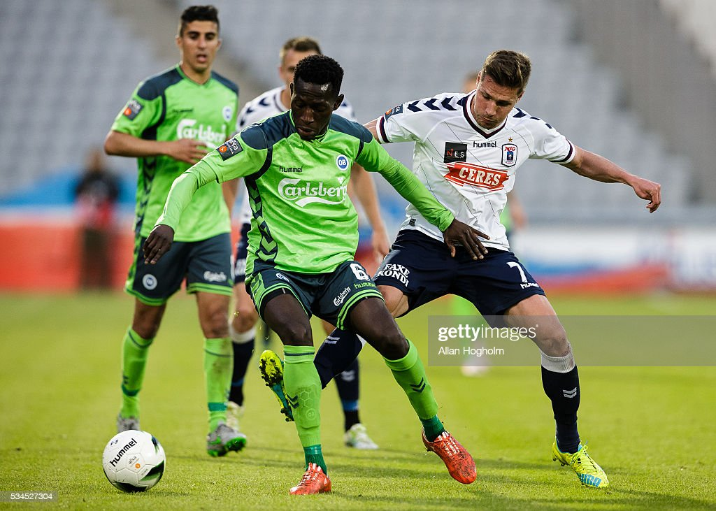Mohamed Alimou Diarra of OB and Stephan Petersen of AGF compete for the ball during the Danish Alka Superliga match between AGF Aarhus and OB Odense at Ceres Park on May 26, 2016 in Aarhus, Denmark.