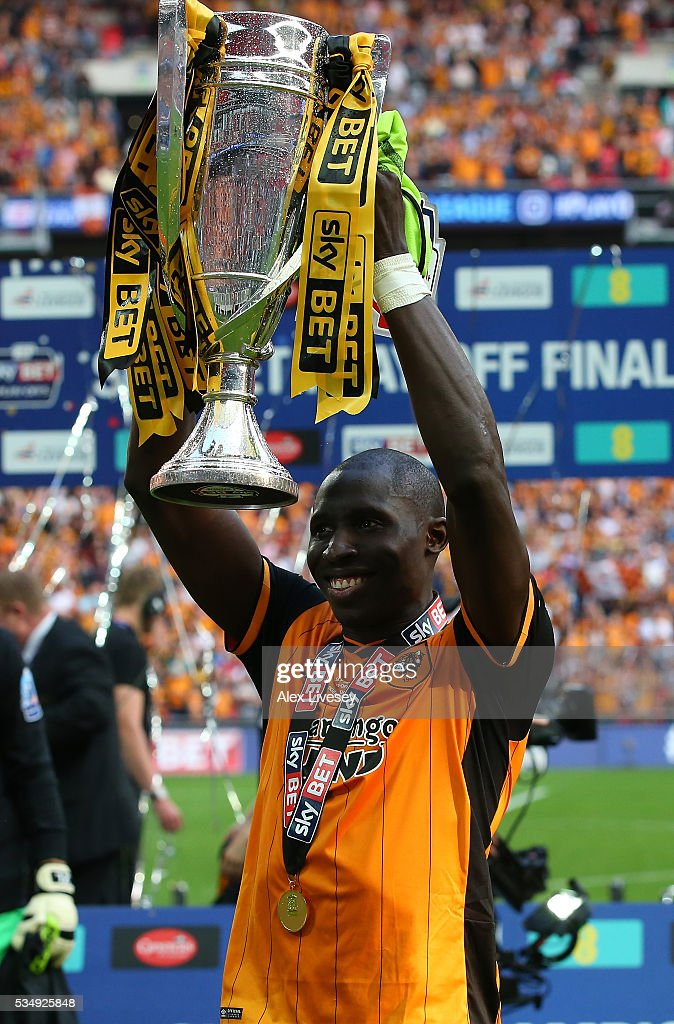Mohamed Diame of Hull City celebrates with the trophy after the Sky Bet Championship Play Off Final match between Hull City and Sheffield Wednesday at Wembley Stadium on May 28, 2016 in London, England.