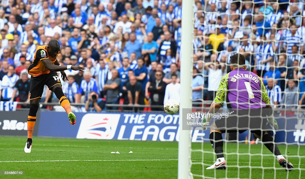 Mohamed Diame of Hull City hits a post during Sky Bet Championship Play Off Final match between Hull City and Sheffield Wednesday at Wembley Stadium on May 28, 2016 in London, England.