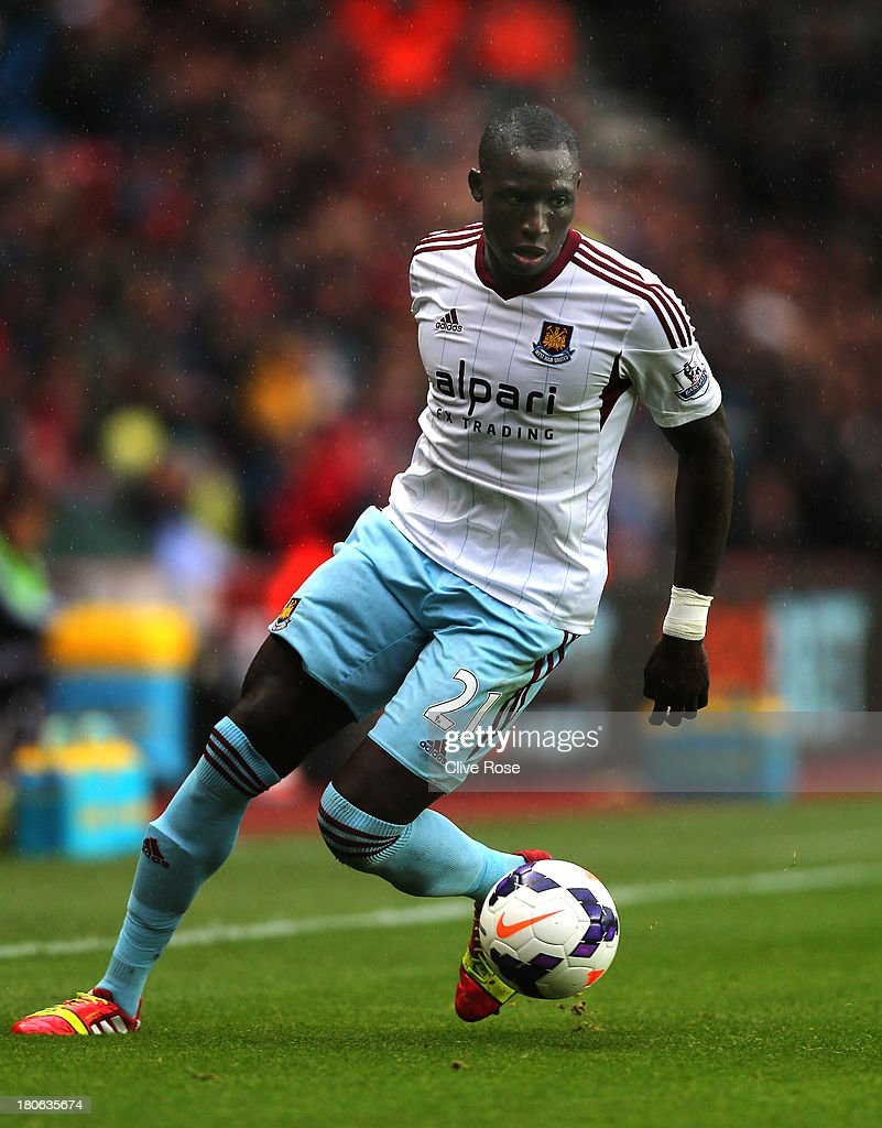 Mohamed Diame of West Ham controls the ball during the Barclays Premier League match between Southampton and West Ham United at St Mary's Stadium on September 15, 2013 in Southampton, England.