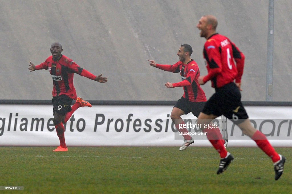 Mohamed Fofana of Lanciano celebrates after scoring the opening goal during the Serie B match between Virtus Lanciano and Reggina Calcio at Stadio...