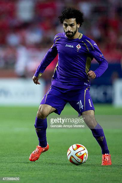 Mohamed Salah of ACF Fiorentina controls the ball during the UEFA Europa League Semi Final first leg match between FC Sevilla and ACF Fiorentina at...