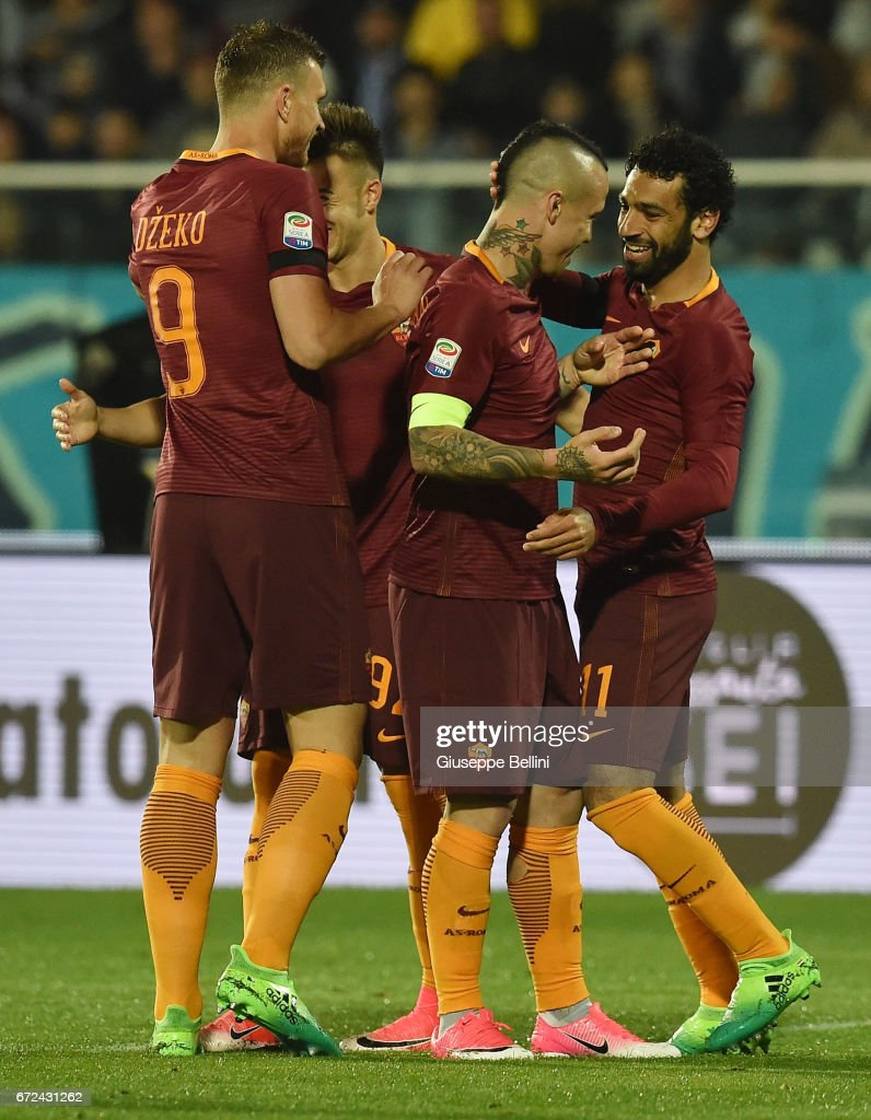 Mohamed Salah of AS Roma celebrates after scoring the goal 0-3 during the Serie A match between Pescara Calcio and AS Roma at Adriatico Stadium on April 24, 2017 in Pescara, Italy.
