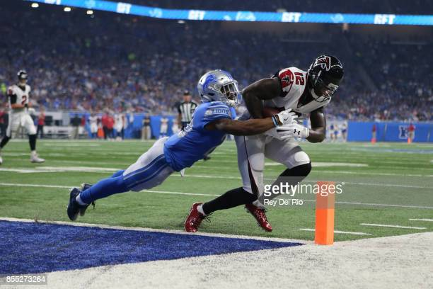 Mohamed Sanu of the Atlanta Falcons makes a catch for at touchdown against Quandre Diggs of the Detroit Lions at Ford Field on September 024 2017 in...