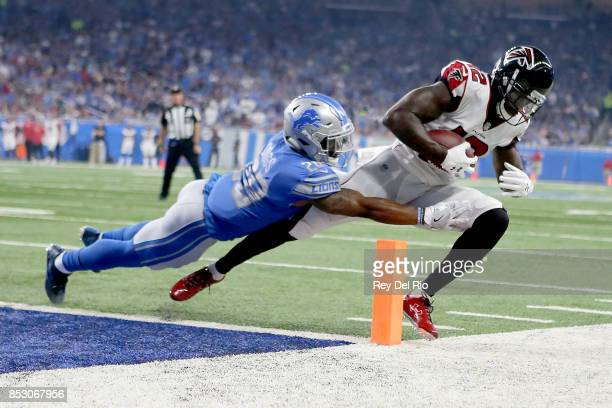 Mohamed Sanu of the Atlanta Falcons scores a touchdown against Quandre Diggs of the Detroit Lions during the first quarter action at Ford Field on...