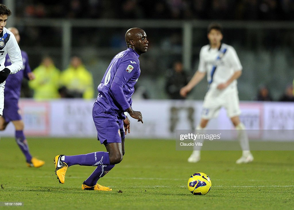 <a gi-track='captionPersonalityLinkClicked' href=/galleries/search?phrase=Mohamed+Sissoko&family=editorial&specificpeople=647096 ng-click='$event.stopPropagation()'>Mohamed Sissoko</a> of ACF Fiorentina in action during the Serie A match between ACF Fiorentina and FC Internazionale Milano at Stadio Artemio Franchi on February 17, 2013 in Florence, Italy.