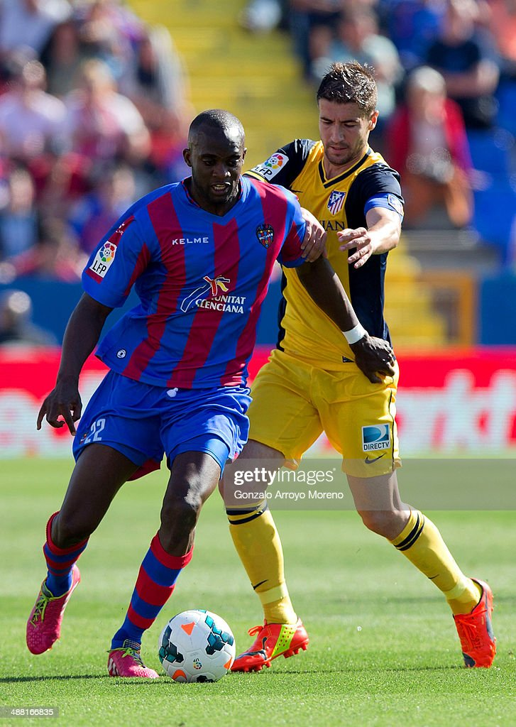 <a gi-track='captionPersonalityLinkClicked' href=/galleries/search?phrase=Mohamed+Sissoko&family=editorial&specificpeople=647096 ng-click='$event.stopPropagation()'>Mohamed Sissoko</a> (L) of Levante UD competes for the ball with Gabi Fernandez (R) of Atletico de Madrid during the La Liga match between Levante UD and Club Atletico de Madrid at Ciutat de Valencia stadium on May 4, 2014 in Valencia, Spain.