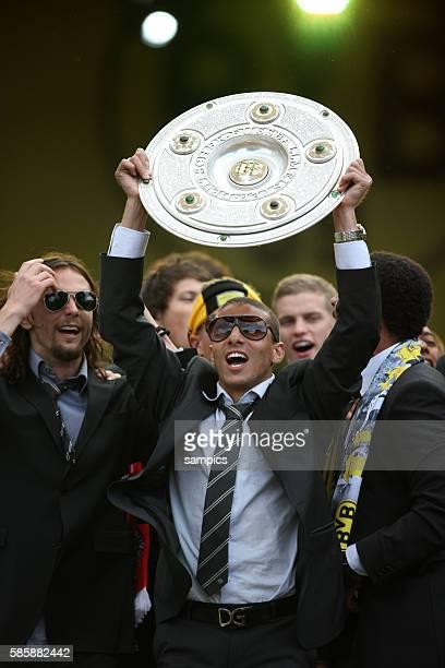 Mohamed Zidan Neven Subotic mit Meisterschale Deutscher Fussball Meister 2011 Borussia Dortmund feiert mit seinen Fans vor den Westfalenhallen...