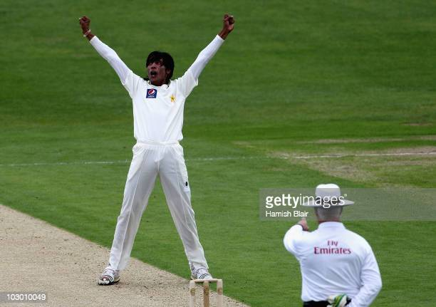 Mohammad Aamer of Pakistan celebrates as umpire Rudi Koertzen rules Simon Katich of Australia out LBW during day one of the 2nd Test between Pakistan...