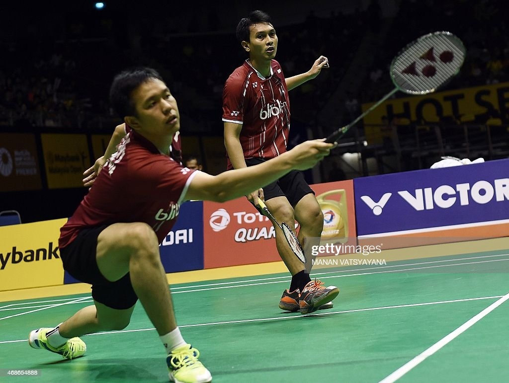 Mohammad Ahsan (R) and <a gi-track='captionPersonalityLinkClicked' href=/galleries/search?phrase=Hendra+Setiawan&family=editorial&specificpeople=2237241 ng-click='$event.stopPropagation()'>Hendra Setiawan</a> (L) of Indonesia compete against South Korea's Lee Yong Dae and Yoo Yeon Seong during their men's doubles final match at the 2015 Malaysia Open Badminton Superseries in Kuala Lumpur on April 5, 2015.