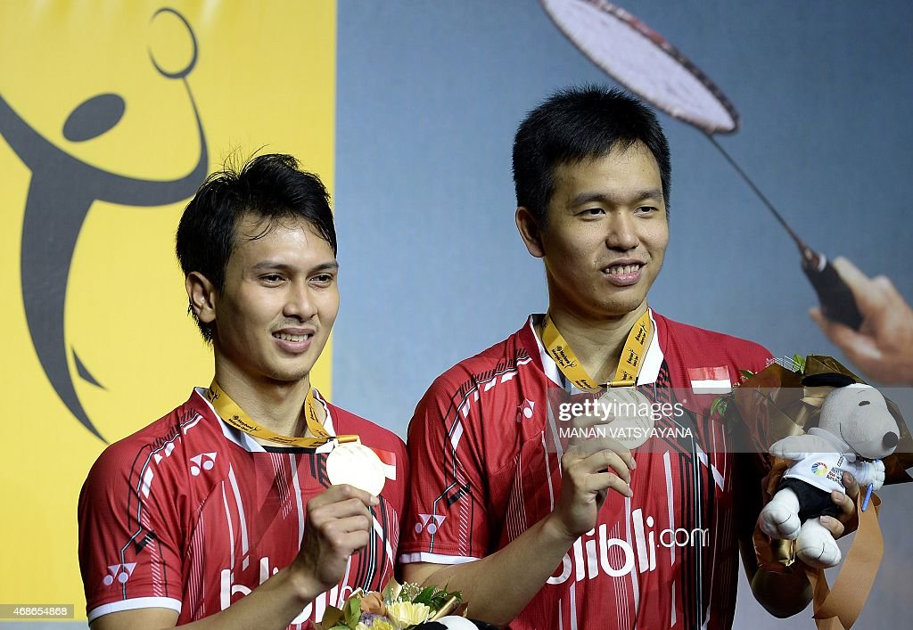 Mohammad Ahsan (L) and <a gi-track='captionPersonalityLinkClicked' href=/galleries/search?phrase=Hendra+Setiawan&family=editorial&specificpeople=2237241 ng-click='$event.stopPropagation()'>Hendra Setiawan</a> (R) of Indonesia pose on the podium after defeating South Korea's Lee Yong Dae and Yoo Yeon Seong during their men's doubles final match at the 2015 Malaysia Open Badminton Superseries in Kuala Lumpur on April 5, 2015.