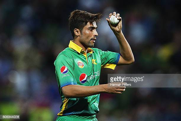 Mohammad Amir of Pakistan prepares to bowl during the International Twenty20 match between New Zealand and Pakistan at Seddon Park on January 17 2016...