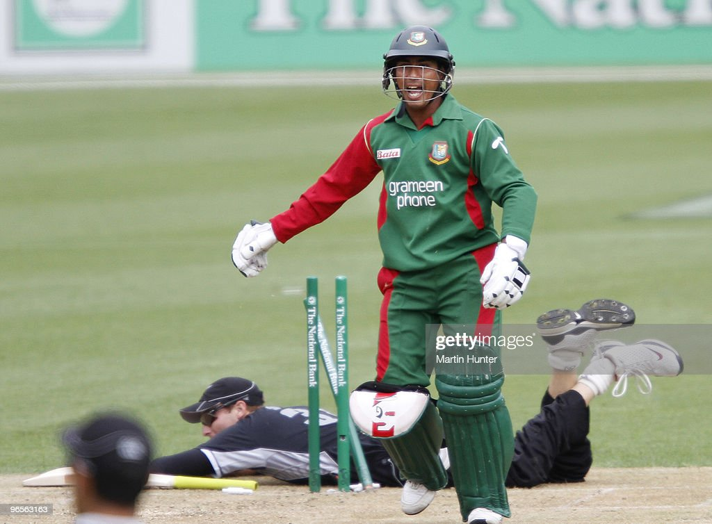 Mohammad Ashraful of Bangladdesh runs between the wickets during the third One Day International match between the New Zealand Blacks Caps and...