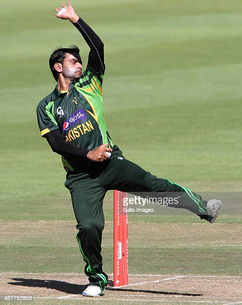 Mohammad Hafeez bowling for Pakistan during the 1st One Day International match between South Africa and Pakistan at Sahara Park Newlands on November...