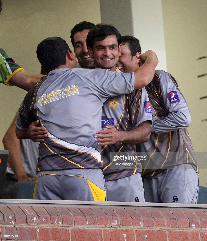<a gi-track='captionPersonalityLinkClicked' href=/galleries/search?phrase=Mohammad+Hafeez&family=editorial&specificpeople=2237440 ng-click='$event.stopPropagation()'>Mohammad Hafeez</a> celebrates with teammates during the 4th Momentum One Day International match between South Africa and Pakistan at Sahara Stadium Kingsmead on March 21, 2013 in Durban, South Africa.