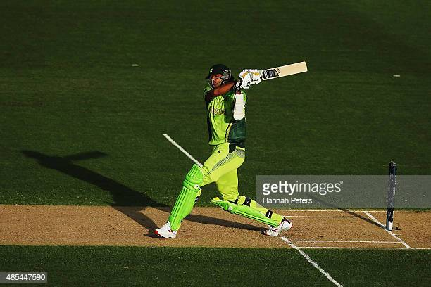 Mohammad Irfan of Pakistan bats during the 2015 ICC Cricket World Cup match between South Africa and Pakistan at Eden Park on March 7 2015 in...