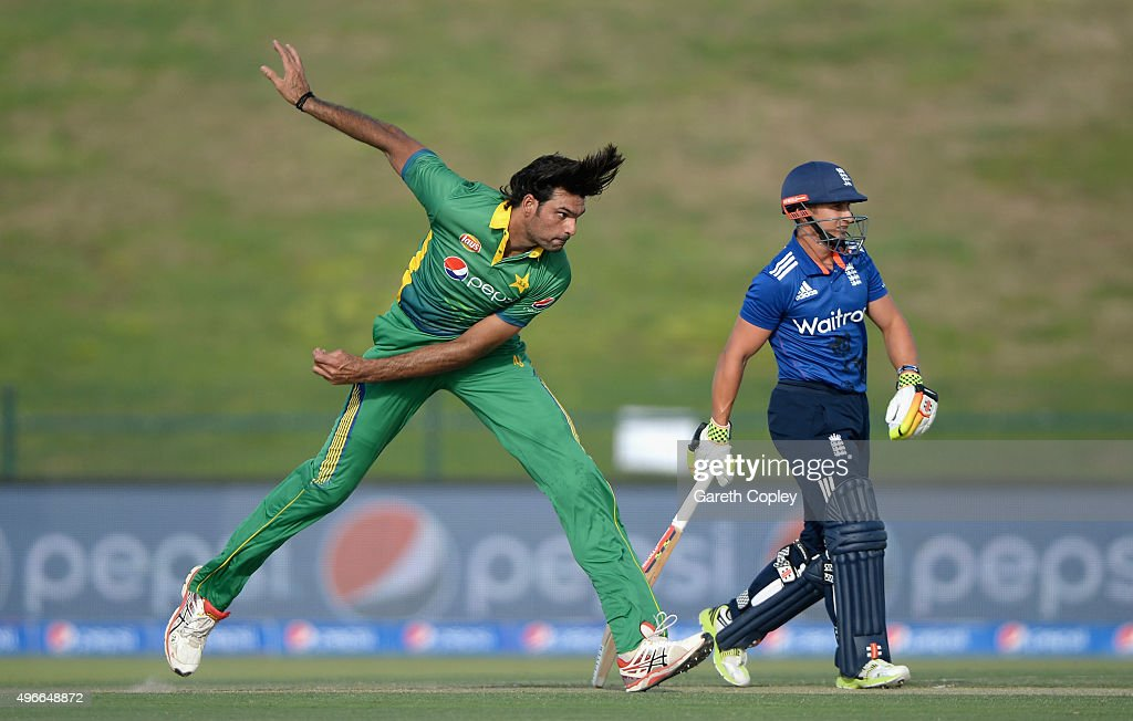 <a gi-track='captionPersonalityLinkClicked' href=/galleries/search?phrase=Mohammad+Irfan+-+Cricketspieler&family=editorial&specificpeople=10986295 ng-click='$event.stopPropagation()'>Mohammad Irfan</a> of Pakistan bowls alongside <a gi-track='captionPersonalityLinkClicked' href=/galleries/search?phrase=James+Taylor+-+Cricketprofi&family=editorial&specificpeople=7622826 ng-click='$event.stopPropagation()'>James Taylor</a> of England during the 1st One Day International between Pakistan and England at Zayed Cricket Stadium on November 11, 2015 in Abu Dhabi, United Arab Emirates.