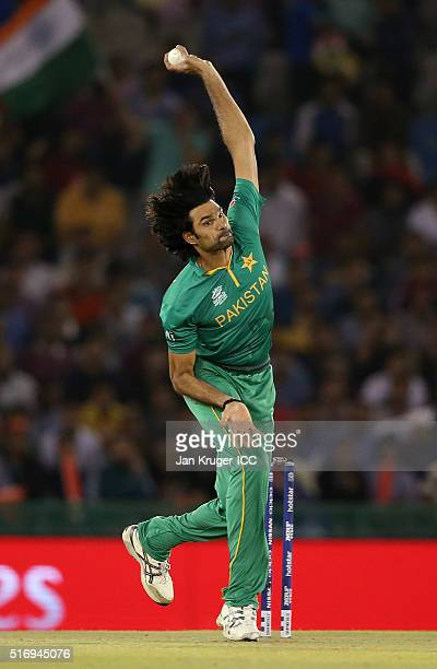 Mohammad Irfan of Pakistan bowls during the ICC World Twenty20 India 2016 Super 10s Group 2 match between New Zealand and Pakistan at the IS Bindra...