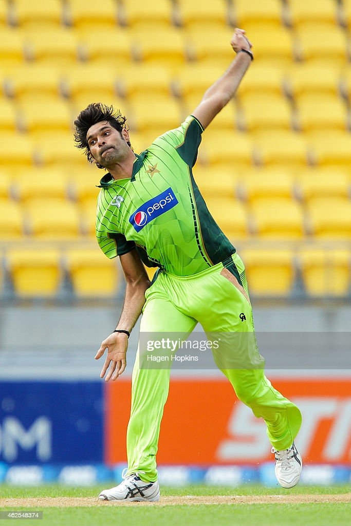 <a gi-track='captionPersonalityLinkClicked' href=/galleries/search?phrase=Mohammad+Irfan+-+Cricket+Player&family=editorial&specificpeople=10986295 ng-click='$event.stopPropagation()'>Mohammad Irfan</a> of Pakistan bowls during the One Day International match between New Zealand and Pakistan at Westpac Stadium on January 31, 2015 in Wellington, New Zealand.