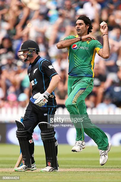 Mohammad Irfan of Pakistan bowls while Henry Nicholls of New Zealand looks on during the One Day International match between New Zealand and Pakistan...