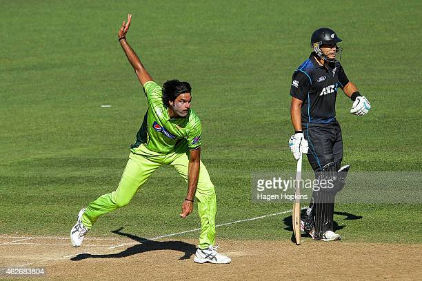 Mohammad Irfan of Pakistan bowls while Ross Taylor of New Zealand looks on during the One Day International match between New Zealand and Pakistan at...