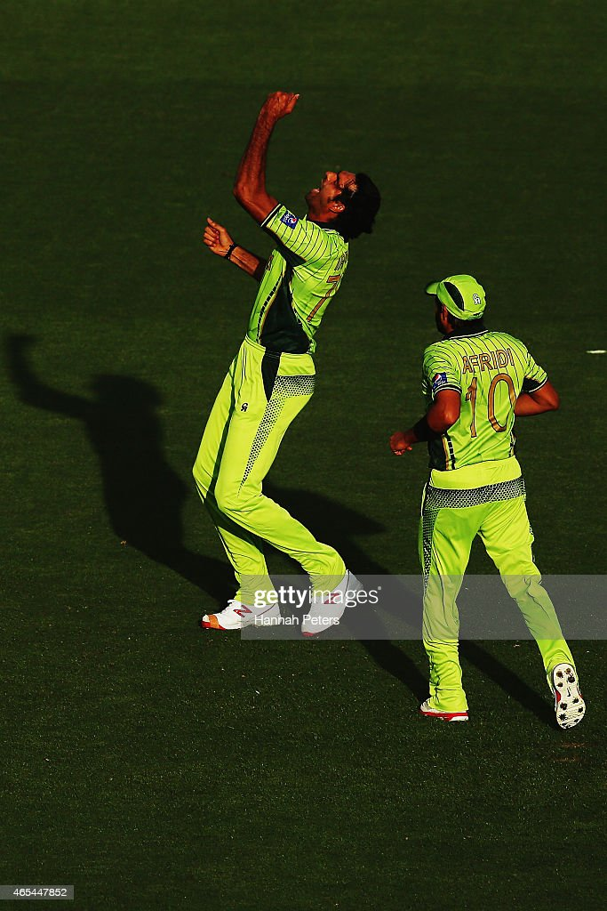 Mohammad Irfan of Pakistan celebrates after dismissing Quinton de Kock of South Africa during the 2015 ICC Cricket World Cup match between South Africa and Pakistan at Eden Park on March 7, 2015 in Auckland, New Zealand.
