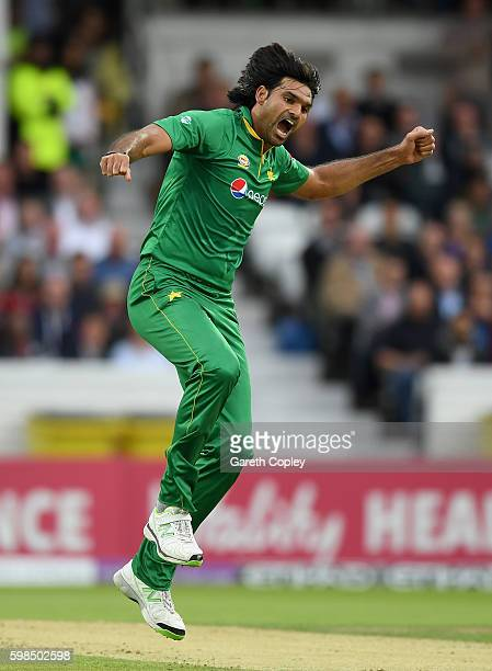 Mohammad Irfan of Pakistan celebrates dismissing Jason Roy of England during the 4th One Day International match between England and Pakistan at...