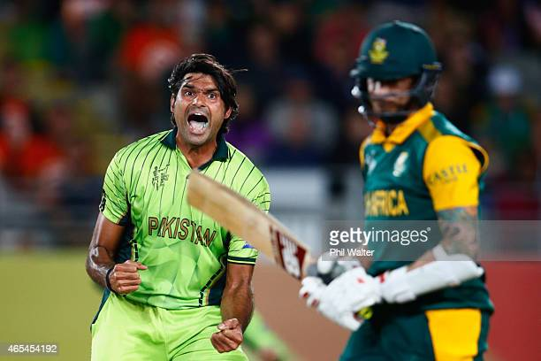 Mohammad Irfan of Pakistan celebrates his wicket of Dale Steyn of South Africa during the 2015 ICC Cricket World Cup match between South Africa and...