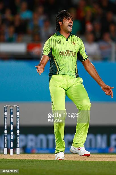 Mohammad Irfan of Pakistan celebrates his wicket of JP Duminy of South Africa during the 2015 ICC Cricket World Cup match between South Africa and...