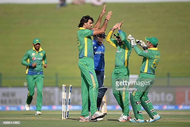 Mohammad Irfan of Pakistan celebrates with teammates after dismissing Jason Roy of England during the 1st One Day International between Pakistan and...