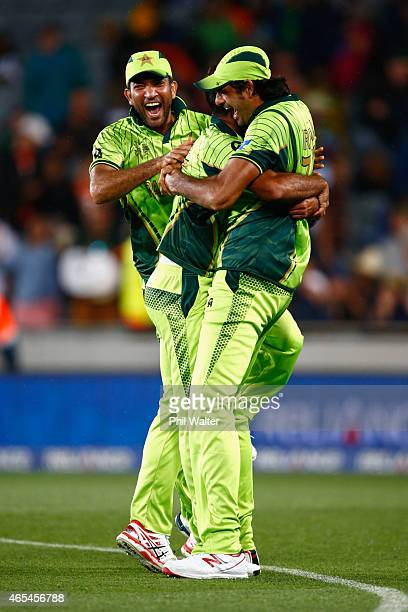 Mohammad Irfan of Pakistan hugs Wahab Riaz and Sarfraz Ahmed after winning the match during the 2015 ICC Cricket World Cup match between South Africa...