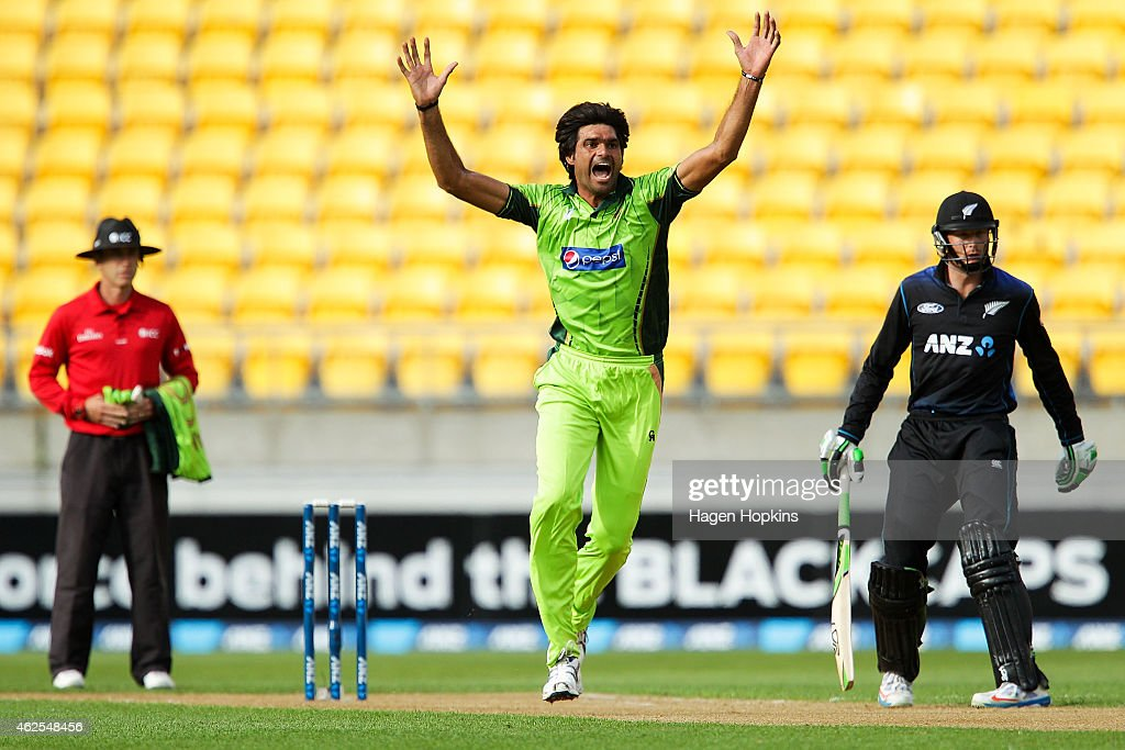 Mohammad Irfan of Pakistan makes an appeal during the One Day International match between New Zealand and Pakistan at Westpac Stadium on January 31, 2015 in Wellington, New Zealand.