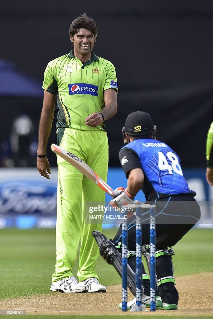 Mohammad Irfan of Pakistan (L) reacts to a missed catch on New Zealand's Tom Latham during the first one-day international cricket match between New Zealand and Pakistan at Westpac Stadium in Wellington on January 31, 2015.
