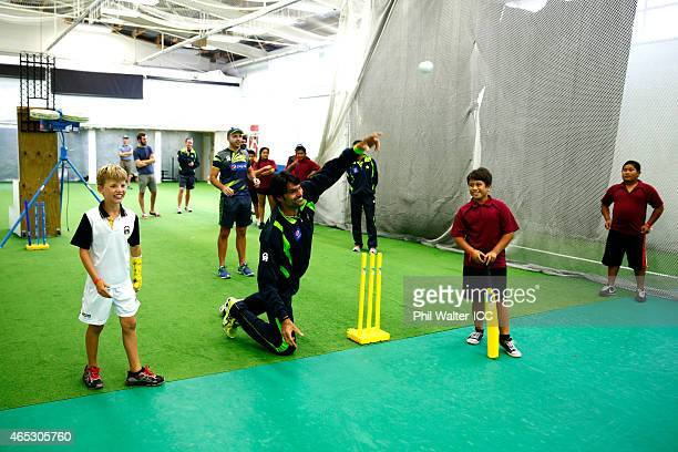 Mohammad Irfan of Pakistan takes part in an ICC charity coaching session at Eden Park 2 on March 6 2015 in Auckland New Zealand