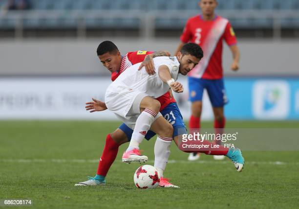 Mohammad Mehdi Mehdikhani of Iran battles with Gerson Torres of Costa Rica during the FIFA U20 World Cup Korea Republic 2017 group C match between...