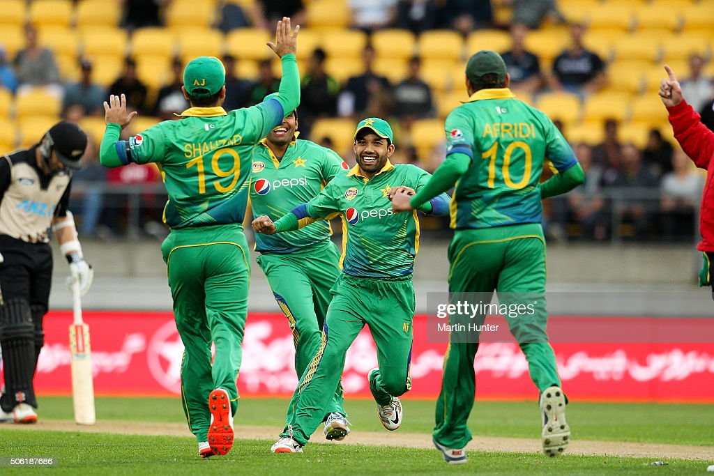 Mohammad Rizwan (C) of Pakistan celebrates with team mates after running out <a gi-track='captionPersonalityLinkClicked' href=/galleries/search?phrase=Colin+Munro&family=editorial&specificpeople=5037359 ng-click='$event.stopPropagation()'>Colin Munro</a> of New Zealand during the Twenty20 International match between New Zealand and Pakistan at Westpac Stadium on January 22, 2016 in Wellington, New Zealand.