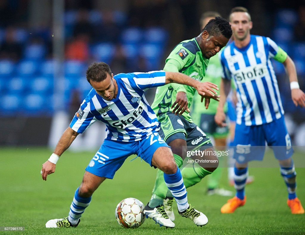 Mohammed Fellah of Esbjerg fB and Izunna Uzochukwu of OB Odense compete for the ball during the Danish Alka Superliga match between Esbjerg fB and OB Odense at Blue Water Arena on May 02, 2016 in Esbjerg, Denmark.