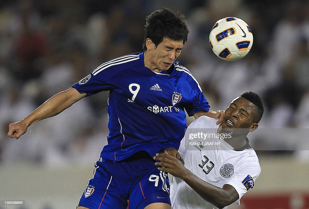 Mohammed Kasoula of Qatar's Al-Sadd club (R) challenges Oh Jang Eun of South Korea's Suwon Samsung Bluewings during their AFC Champions League semi-final football match at Al-Sadd stadium in Doha, on October 26, 2011. Suwon won 1-0.