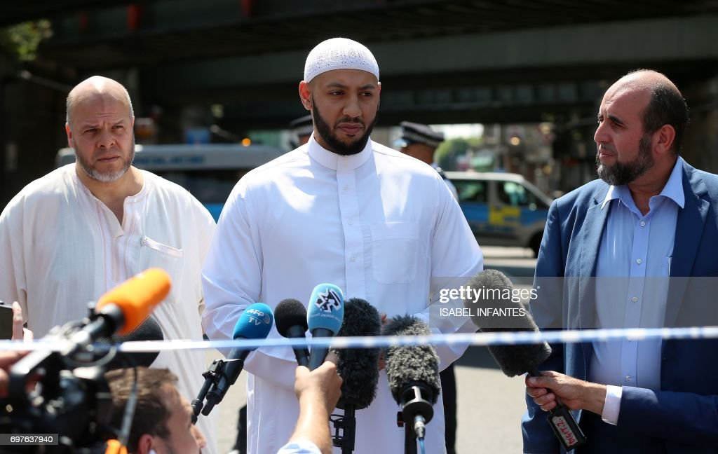 Mohammed Mahmoud (C), an Imam at Finsbury Park Mosque, gives a statement to the media at a police cordon in the Finsbury Park area of north London on June 19, 2017, following a vehicle attack on pedestrians. Ten people were injured when a van drove into a crowd of Muslim worshippers near a mosque in London in the early hours of Monday, and a man who had been taken ill before the attack died at the scene. / AFP PHOTO / Isabel INFANTES