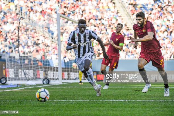 Moise Bioty Kean of Juventus and Federico Fazio of Roma in action during the International Champions Cup 2017 match between AS Roma and Juventus at...
