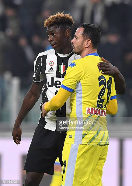 Moise Kean of Juventus FC salutes Simone Pepe of Pescara Calcio at the end of the Serie A match between Juventus FC and Pescara Calcio at Juventus...