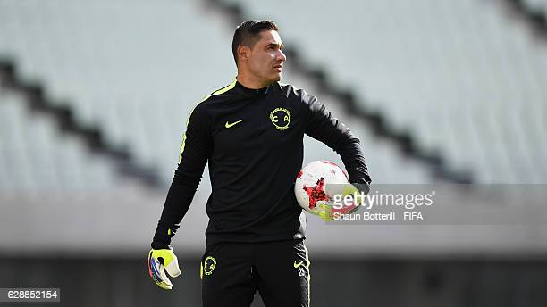Moises Munoz of Club America warms up during a training session at Nagai Stadium on December 10 2016 in Osaka Japan