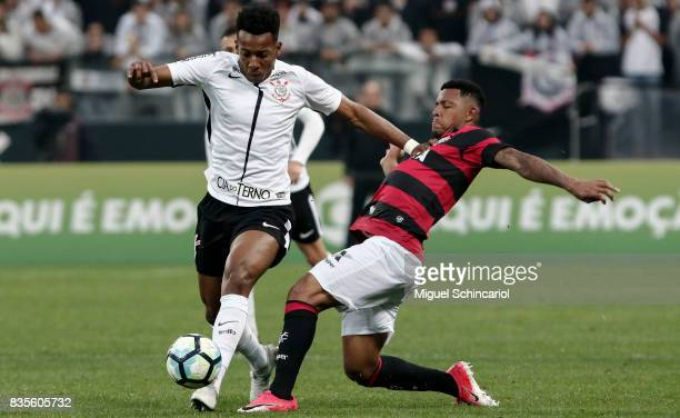 Moises of Corinthians vies for the ball with David of Vitoria during the match between Corinthians and Vitoria for the Brasileirao Series A 2017 at...