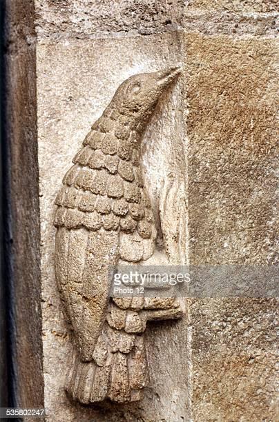 Moissac Art roman TarnetGaronne Portail illustrant aux environs de 1130 le chapitre 4 de l'Apocalypse et montrant le Christ en majesté entouré des...