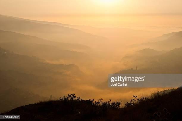 Bcharré paysage et des nuages au coucher du soleil