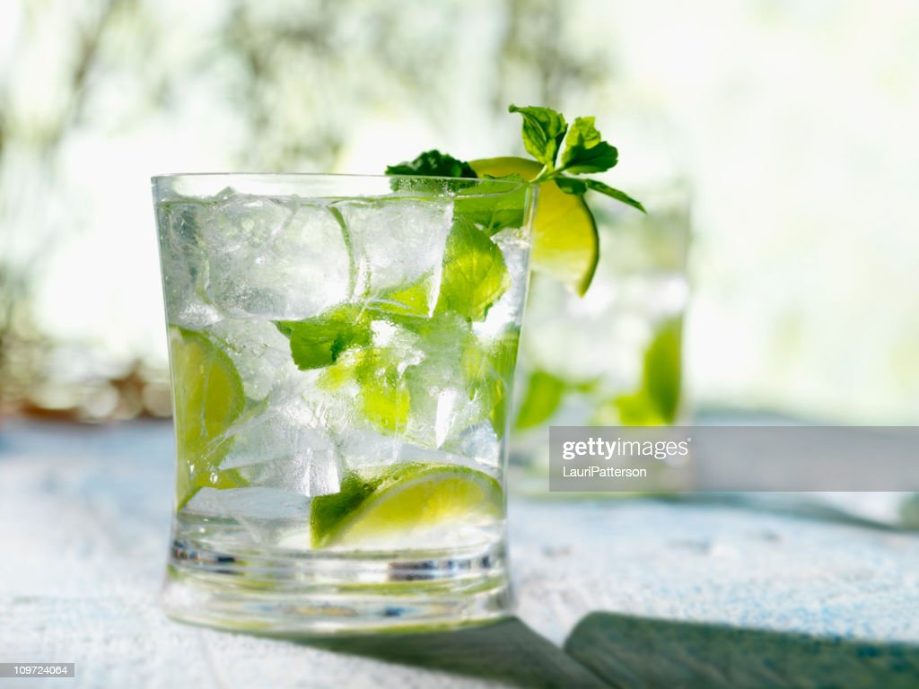 Un Mojito à la menthe & citron vert, rhum blanc : Photo
