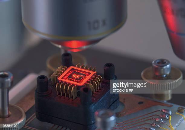 Molecule transistor under laser microscope