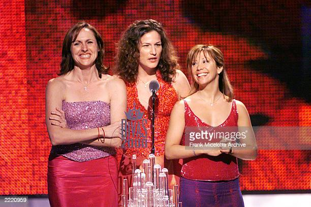 Molly Shannon Ana Gasteyer and Cheri Oteri of Saturday Night Live on stage during the VH1 Divas 2000 A Tribute to Diana Ross at the Theater at...